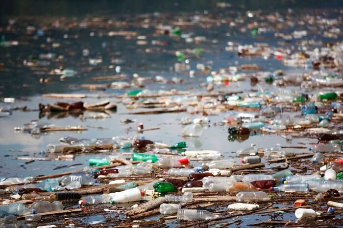 how does plastic affect the environment