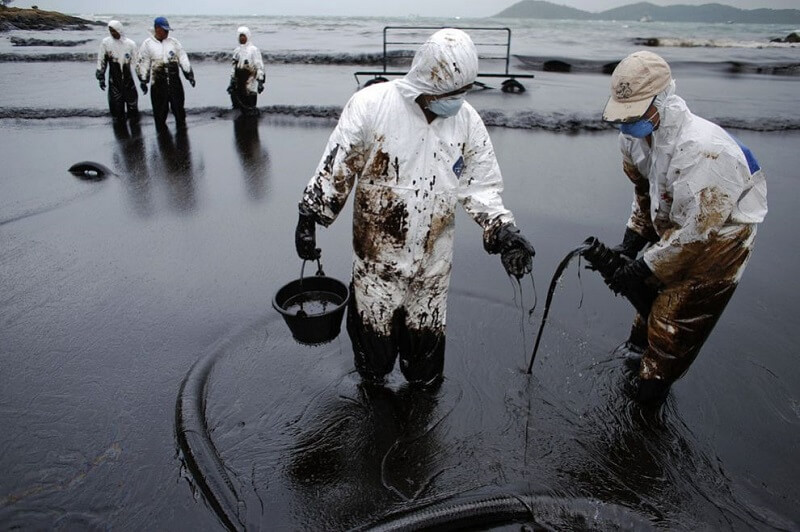 cleaning oil spills in Thailand